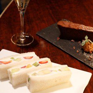 フルーツサンドにいちごパフェ…銀座の人気カフェで食べたいご褒美スイーツ