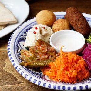 ハマる人続出!中東発ヘルシー料理「フムス」が楽しめるおすすめ3軒