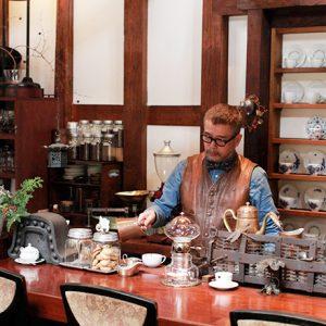 宮城県岩沼市から蔵を移築したカフェ。二子新地の蔵造りカフェ〈珈琲 甍〉が気になる!