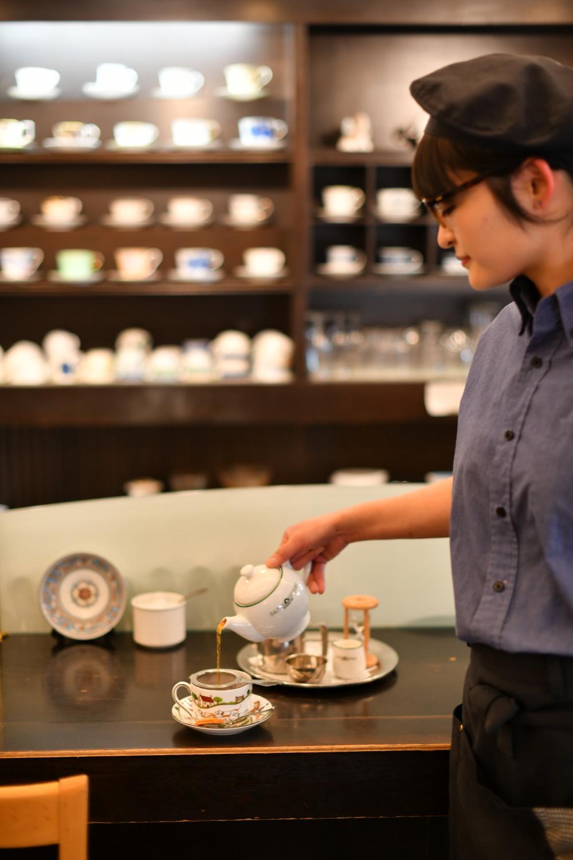 ダージリン、アッサム、ニルギリの茶葉を使った「多奈加亭ブレンドティー」660円は、香りが華やか。クッキー付き。