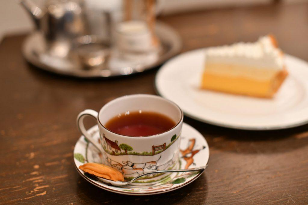 ほどよい酸味が紅茶に合う「レモンパイ」470円は、創業当時から変わらぬ看板メニュー。