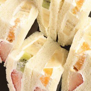 果実とクリームの芸術。銀座でおやつを食べるなら、フルーツサンドに決まり!