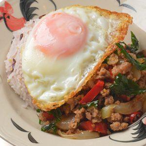 クセになる味わいがたまらない!タイ料理の定番おすすめ「ガパオライス」3選
