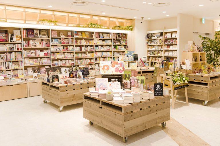 現在、「コテージ・セレクト」では、春をテーマにした本やちょっと珍しい猫の本を集めたコーナーを展開中。