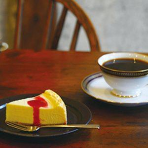 心ほぐれる濃厚チーズ。コーヒーと一緒に頂きたいチーズケーキがある喫茶店まとめ。