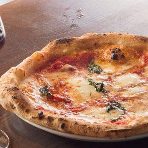 専門店から人気イタリアンまで。大満足の【本格ピザ】が食べられる東京の名店3軒