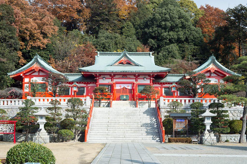 2017年に遷宮80年を迎え、本殿の朱塗りも鮮やかに。