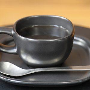 手に馴染む使いやすさが魅力。「柳デザイン」にこだわる町のカフェ4軒