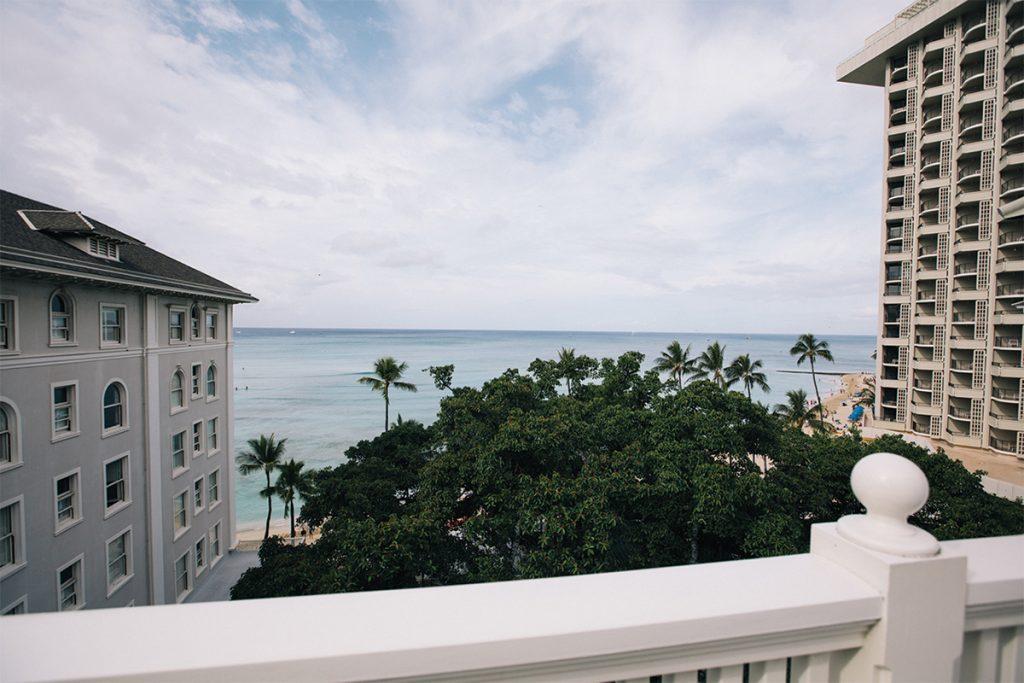 テラスからはワイキキビーチが眺められる。
