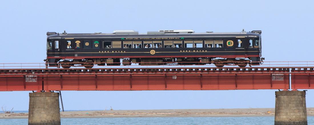 京都丹後鉄道でしかできない観光列車の旅へ。〈丹後くろまつ号〉〈丹後あかまつ号〉がリニューアル!