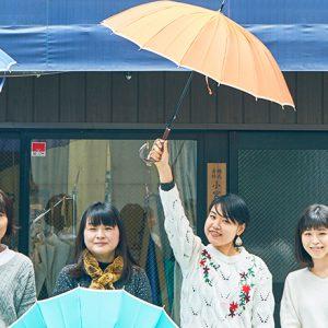 使い捨て傘は、もう卒業。職人の手による傘作り〈小宮商店〉でこだわりの1本を探そう。