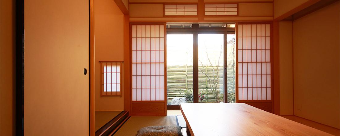 〈ワコール〉初、京都・岡崎のリノベーションした町家宿で暮らすように泊まる。