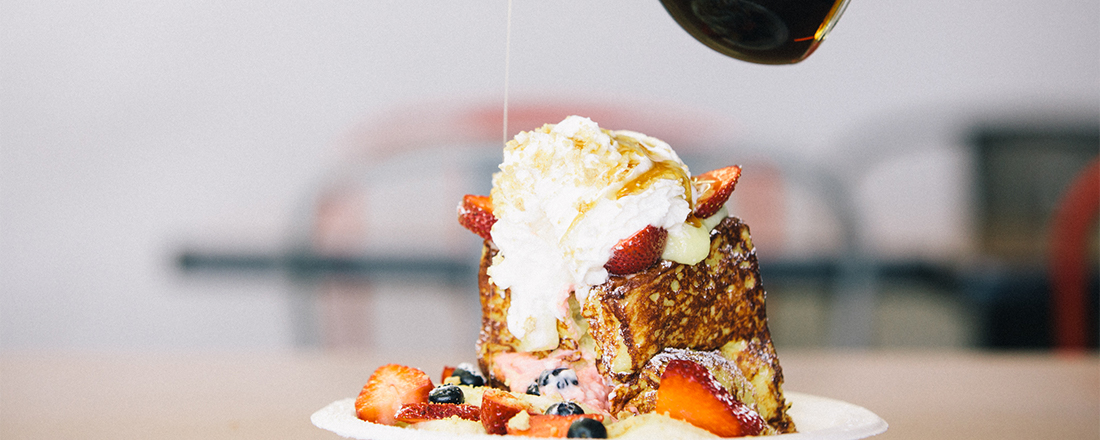 禁断の生クリーム山盛りフレンチトーストも!ハワイで食べたい魅惑の朝食3選