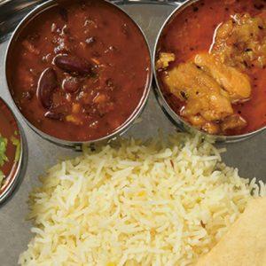 彩り豊かなカレーにやみつき!南インドの定食「ミールス」を体験できるカレー屋さん。