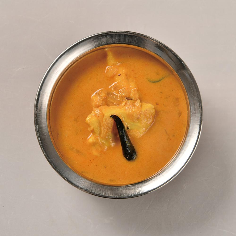 南インドの、ココナッツミルクが入ったマイルドなフィッシュカレー1,320円。身が締まったカジキマグロが合う。