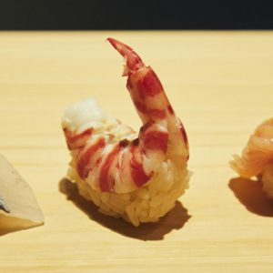 大将の技を目の前で楽しめるカウンター席がおすすめ。一度は訪れたい銀座・寿司〈すし 佐竹〉へ。
