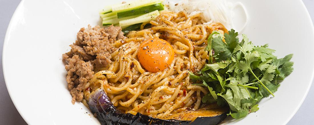 野菜、パクチーてんこ盛り!東京都内で「汁なし麺」がおいしいお店3選