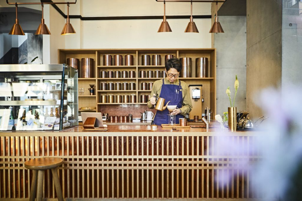 「〈Kaikado Café〉のある河原町七条は京都駅からも歩いて10分ほど」と店長の川口清高さん。このエリアの点となって、人々の流れも作ってきた存在。