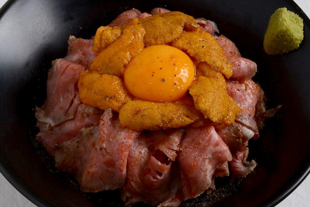 オススメしたいのは、「雲丹ローストビーフ丼」1,680円