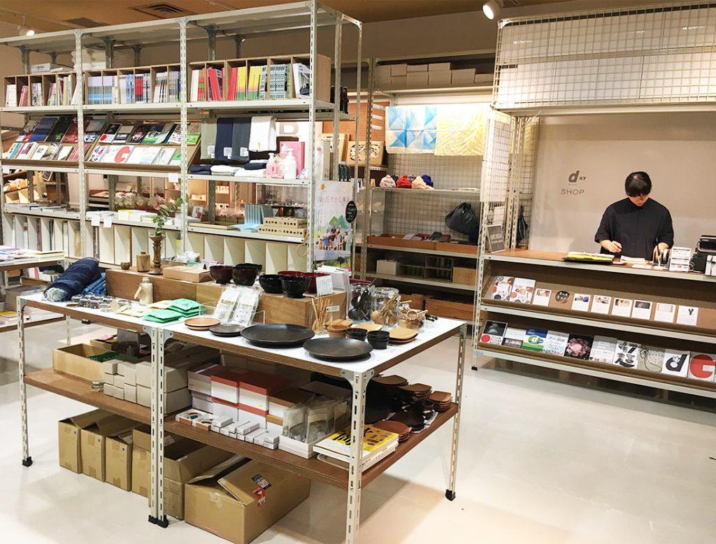 展示室の奥にあるショップスペースで購入が可能だ。