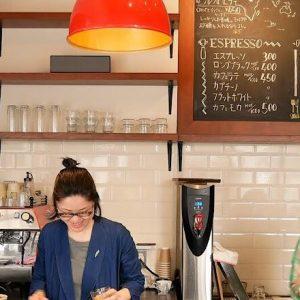 オーストラリア留学でバリスタに。奥沢〈Okusawa Factory Coffee and Bakes〉でコーヒーと笑顔を。