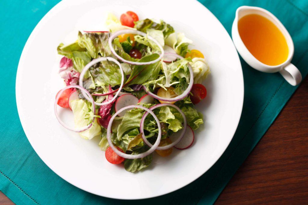 「リリコイビネガーのグリーンサラダ」(1,600円※サ別)