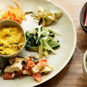 レシピ本も出版!多彩な菜食料理で話題の〈ヨーガン レール〉の社員食堂とは?