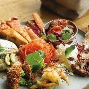 とりあえずの一皿を外さない!豪華で美味しい人気の「前菜盛り合わせ」があるレストランを発見!