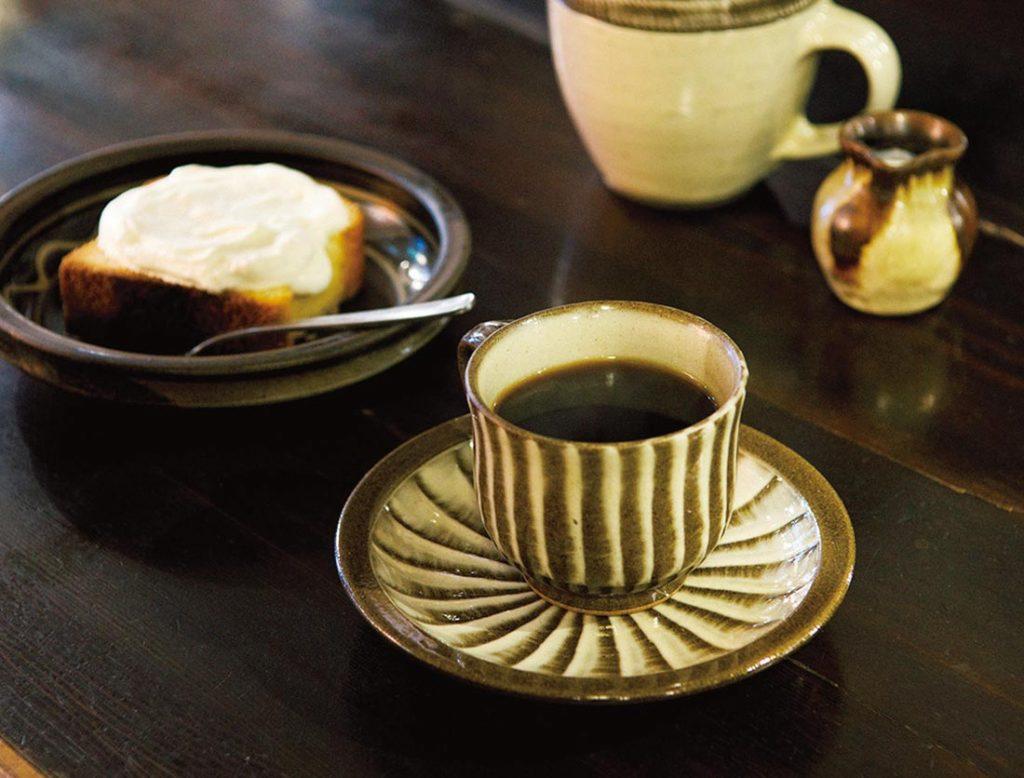 コーヒー550円、レモンケーキ440円(各税込)