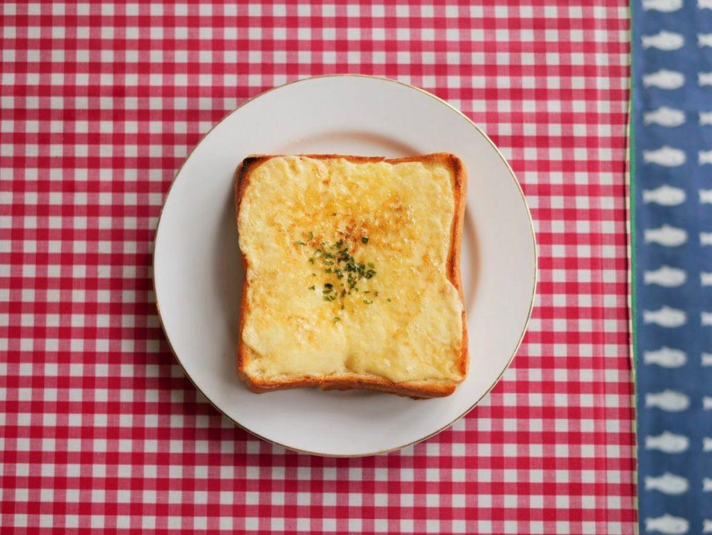 チーズトースト(マヨMIX)500円。