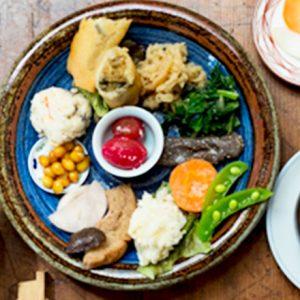 心身ともにリフレッシュ!鎌倉ランチは、ゆったり空間のカフェでヘルシー定食がおすすめ!