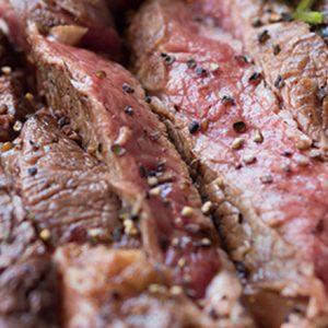 柔らかくて人気の赤身肉!アンガス牛ステーキがおいしい都内のおすすめ肉料理店とは?