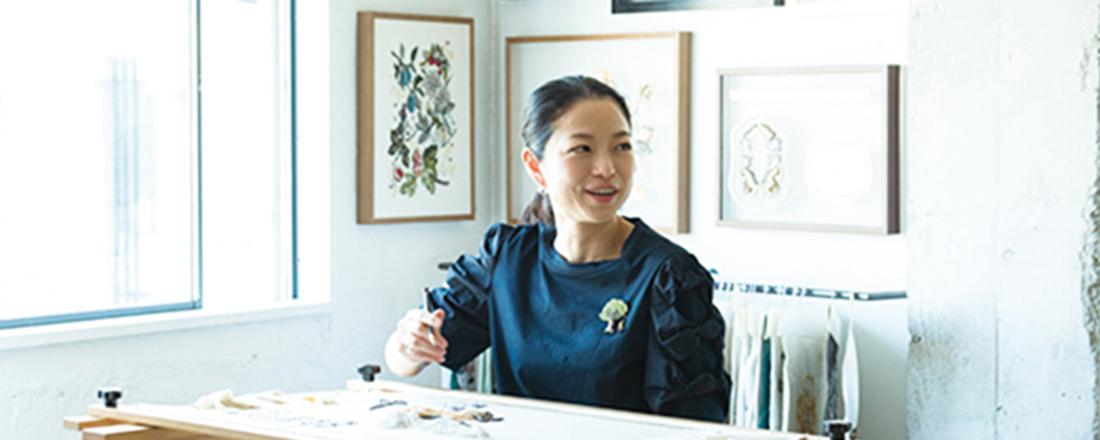 26歳で渡仏。一流メゾンとのコラボも果たした刺繍作家・小林モー子さんのターニングポイントとは?