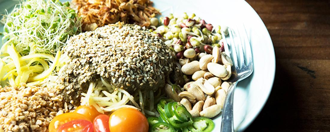 """色鮮やかな""""混ぜるサラダ""""も!ハワイ旅行で訪れたい、おすすめベトナム料理店3軒"""