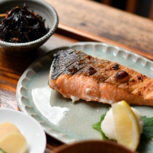 魚がおいしいお店といえば!定食にのり弁まで、美味しい「しゃけ」を楽しめる東京のおすすめ3軒