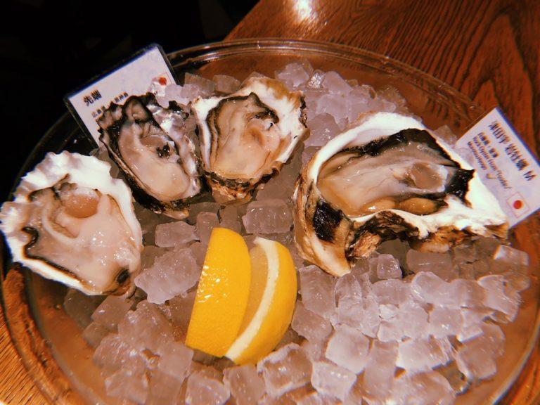 世界各地から届けられた牡蠣。大きさもそれぞれ違います!