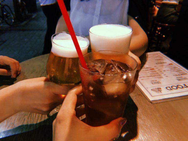 3人揃ったので乾杯。暑い夜のビール、美味しそう!