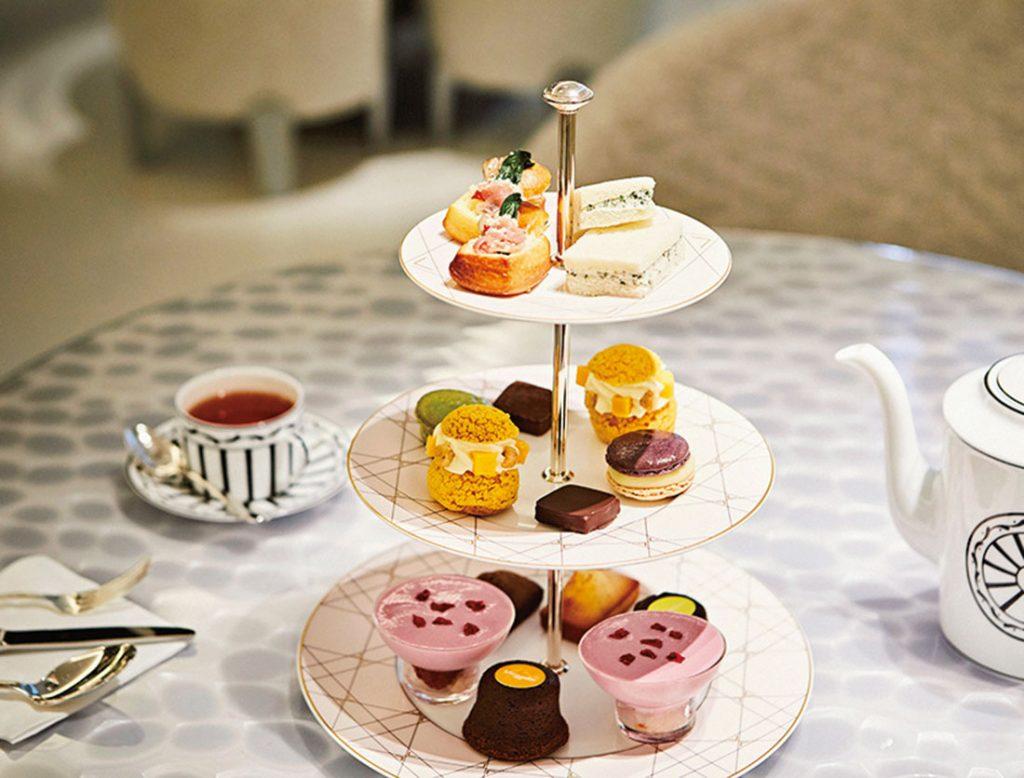 なかなか出会えない、エルメのサンドイッチが楽しめるアフタヌーンティーは、ポットサービスの紅茶付9,500円