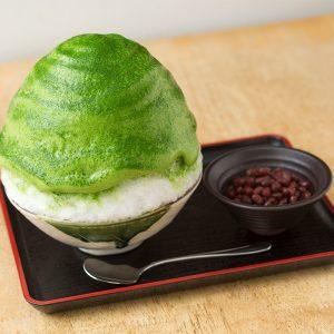 看板メニューは、京都宇治産の高級抹茶を使った微糖抹茶あずき1,300円