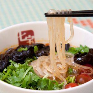 コラーゲンたっぷりの薬膳スープ春雨など。旨辛&ヘルシーな人気アジアン麺とは?
