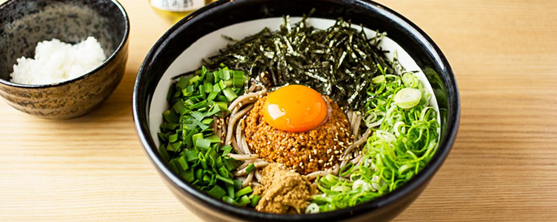 ピリ辛さもやみつき!肉味噌そばに「酸辣粉」…進化系「まぜそば」&「和え麺」を実食!