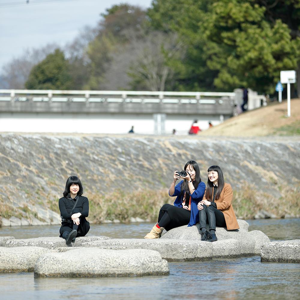 右より八木夕菜さん、金サジさん、田村尚子さん