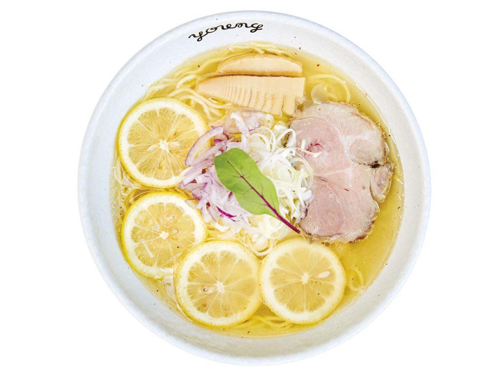 レモンをたっぷり搾った期間限定の「生搾りレモンラーメン」900円