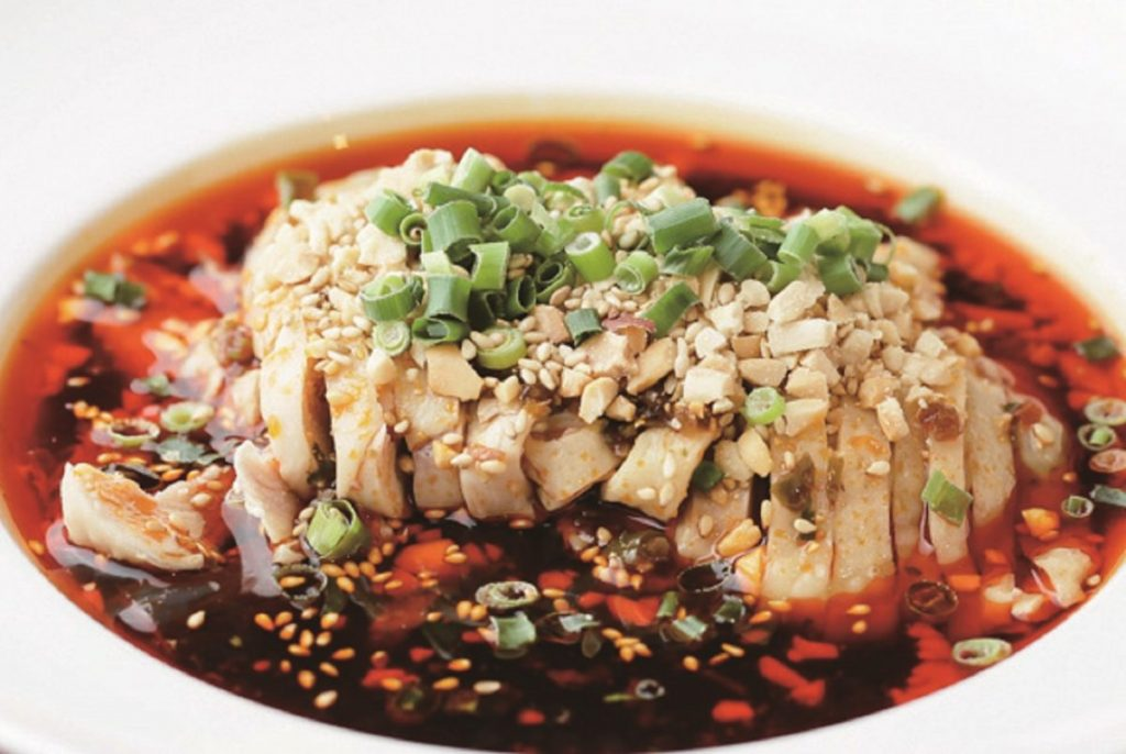 〈陳家私菜〉の人気メニュー「皇帝口水鶏(本場四川やみつきよだれ鶏)」(800 円)