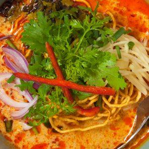 さっぱりラクサに牛肉フォー、濃厚カレーラーメン…人気アジア料理店の旨辛エスニック麺3選