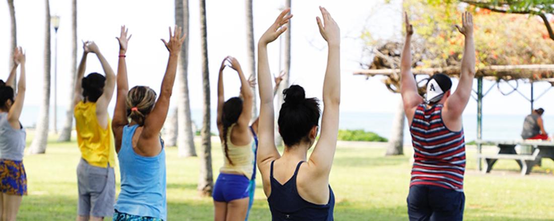 サンセットビーチヨガにプールサイドで読書…人気ビーチリゾート・ハワイでしたいこととは?