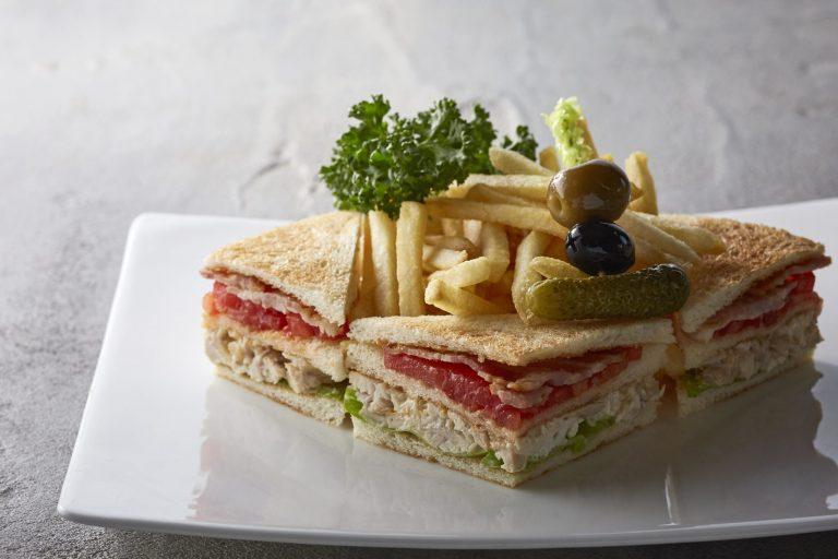 「アメリカンクラブハウス サンドイッチ」2,160円(税込)
