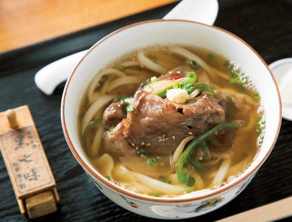 がっつり派は「ピリカラ肉うどん」1,350円を。