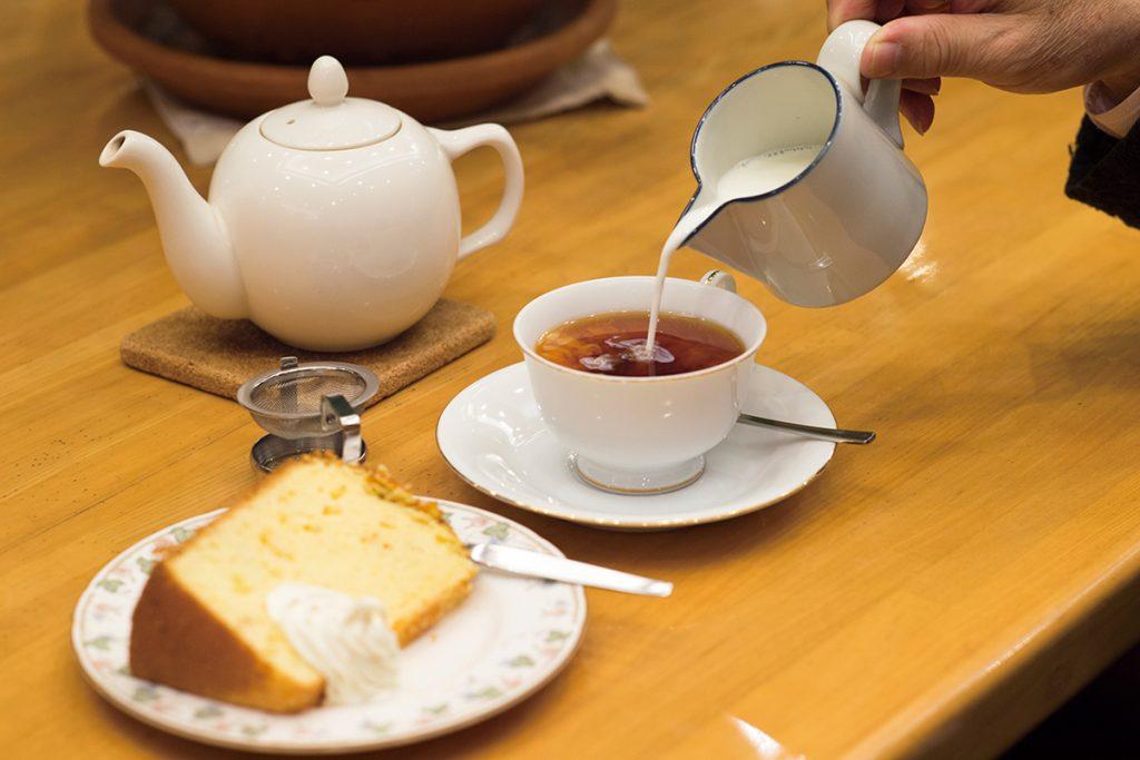 アイスラビー茶園のウバ(BOP、620円)はエクセレントクオリティ。シトラスシホンケーキ(320円)と好相性。