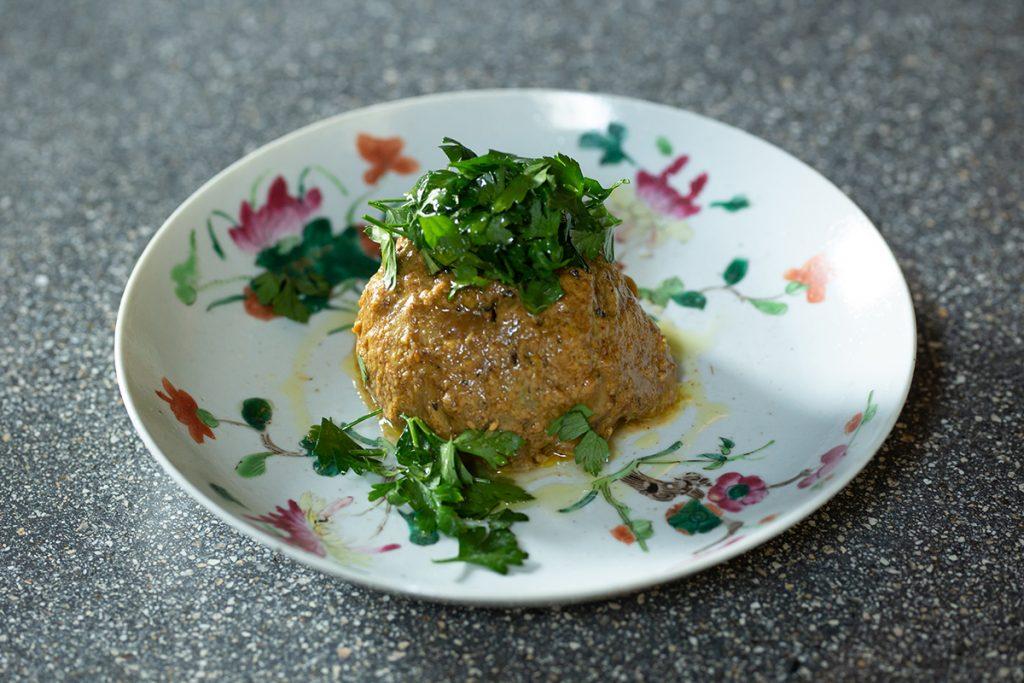 レバノン料理をアレンジした「賀茂茄子 ババガナッシュ」。